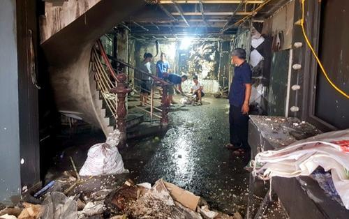 Phá cửa cuốn cứu 3 người mắc kẹt trong tiệm váy cưới bốc cháy trước ngày khai trương