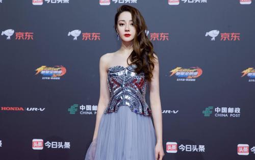 Địch Lệ Nhiệt Ba & Đồng Lệ Á 'lấn át' dàn sao nữ trở thành người mặc đẹp nhất tại sự kiện
