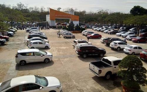 Dàn xế hộp từ trong sân trường tràn ra ngoài cổng tại buổi họp phụ huynh ở Gia Lai khiến CĐM trầm trồ