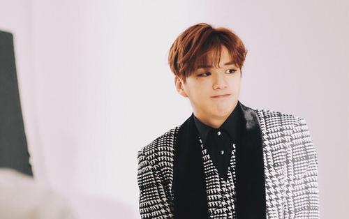 Fan xôn xao Kang Daniel tái xuất với fansign mới hậu điều trị trầm cảm: KONNECT Ent chính thức lên tiếng