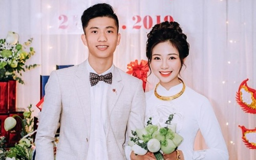 Vợ Phan Văn Đức thông báo có con, fan liên tục chúc mừng