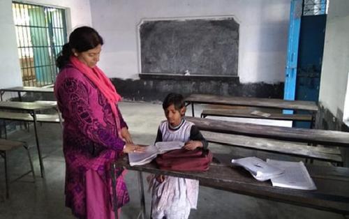 Ngôi trường đặc biệt ở Ấn Độ: Chỉ có một học sinh và hai giáo viên
