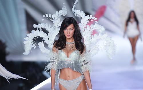 Các siêu mẫu như Miranda Kerr, Kendall Jenner, Gigi Hadid ra sao khi lần đầu catwalk?