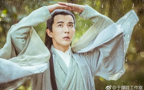 Fan lo lắng trước thông tin nam diễn viên Vu Mông Lung bị chấn thương mắt khi quay phim mới