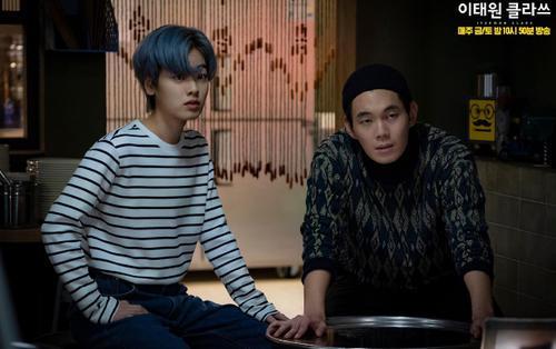 Thất vọng khi Park Sae Roy từ chối màn tỏ tình của Yo Yi Seo, fan quay sang đẩy thuyền cặp đôi chuyên cà khịa trong Tầng lớp Itaewon