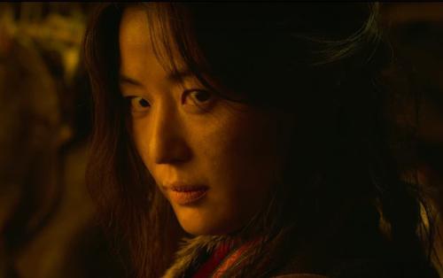 Chỉ có thể là'mợ chảnh' Jun Ji Hyun: Xuất hiện vài giây cũng đủ chiếm trọn spotlight tập cuối của 'Kingdom 2'