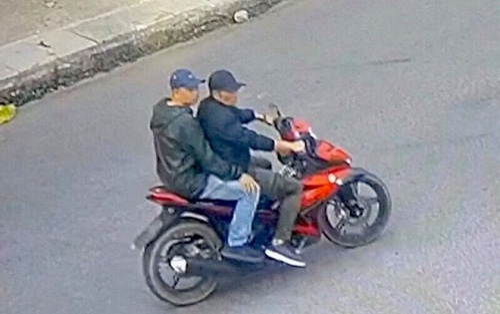 Công an truy tìm 2 người đàn ông ép xe, tấn công phóng viên