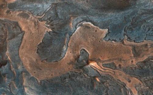 Hẻm núi mang dáng dấp rồng vẫy vùng giữa Sao Hỏa