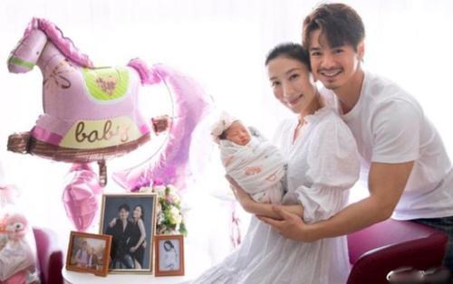 Vợ chồng Dương Di - La Trọng Khiêm khoe ảnh gia đình 3 người, tiết lộ biệt danh của bảo bối
