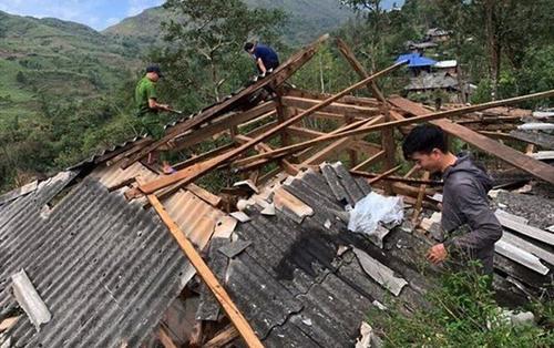 Mưa đá, giông lốc ở Lai Châu khiến 2 người tử vong, hàng trăm ngôi nhà bị thủng mái, đổ sập