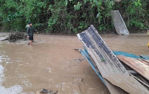 5 người chết, hơn 10.000 nhà tốc mái do mưa đá, lũ quét: Người dân lâm cảnh màn trời chiếu đất