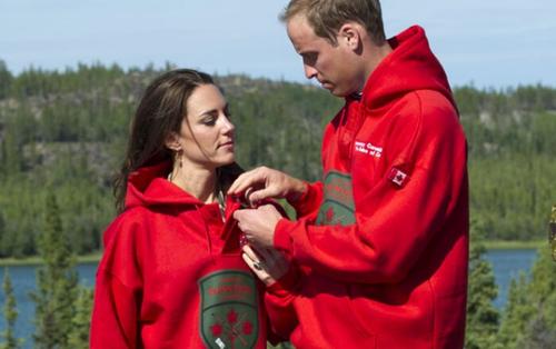 12 lần hiếm hoi Hoàng tử William và Kate Middleton thể hiện tình cảm bằng đồ đôi