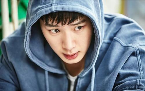 Kim Dong Hee trong Extracurricular: Đau đớn thay khi 'ông trùm mại dâm cấp 3' bị crush dắt mũi