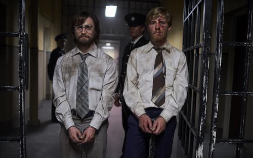 'Phù thủy' Daniel Radcliffe trở lại trong phi vụ vượt ngục không tưởng nhờ những chiếc chìa khóa… bằng gỗ