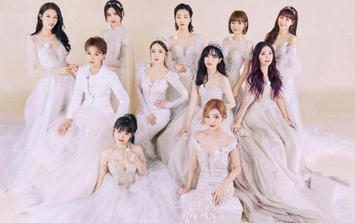 Rocket Girls 101 cùng chụp ảnh bạn thân với chủ đề váy cưới, ai nấy đều đăng bài cảm ơn nhóm trưởng Yamy