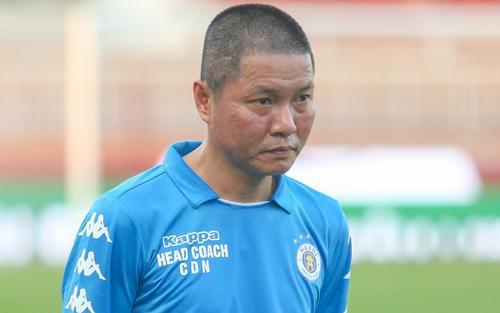 HLV Chu Đình Nghiêm lo lắng về hàng phòng ngự của CLB Hà Nội
