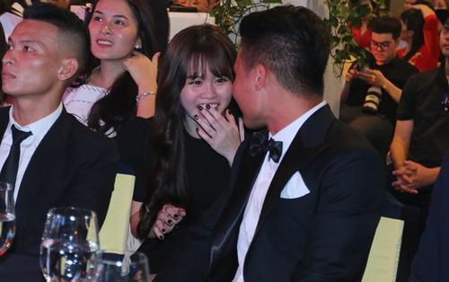 Bạn gái xinh đẹp của Quang Hải gây sốt ở QBV 2019