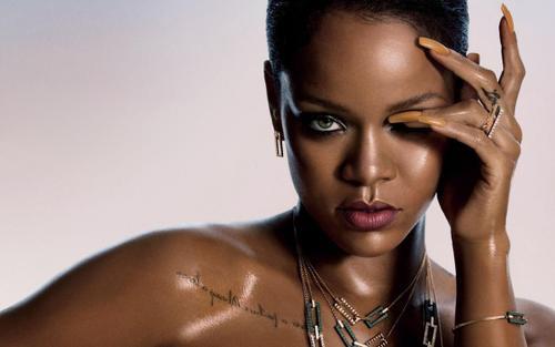 Bị mỉa mai chỉ là One Hit Wonder, Rihanna đáp trả thế nào?