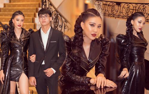 Kim Duyên tự tin diện sắc đen bật cá tính sánh đôi cùng em trai hot boy cao 1m8