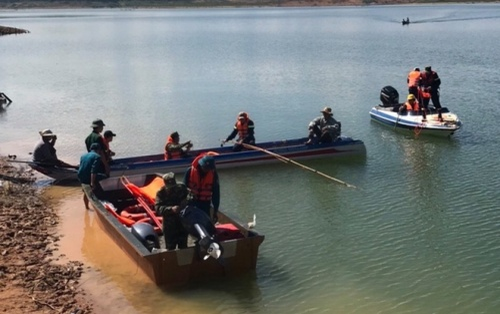 2 học sinh bị nước cuốn mất tích khi tắm hồ thủy điện ở Lâm Đồng