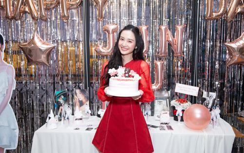 Jun Vũ 'bung lụa' trong offline sinh nhật: Cover Lisa (BlackPink), nhảy Đi đu đưa đi, hát lô tô và 1001 điều 'lầy lội' khác