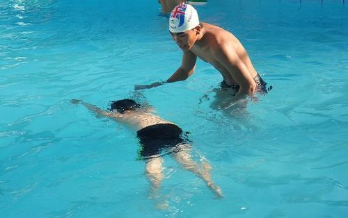 Ngôi trường có một không hai, học sinh muốn lên lớp phải biết bơi