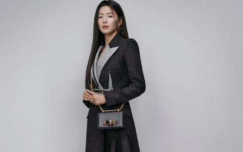 'Mợ chảnh' Jeon Ji Huyn trở thành đại sứ thương hiệu cho Alexander McQueen
