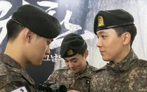 Thừa nhận D.O. (EXO) là bạn gái, Lee Hong Ki khiến Knet 'vỡ òa': Chuyện tình của 2 chàng idol?