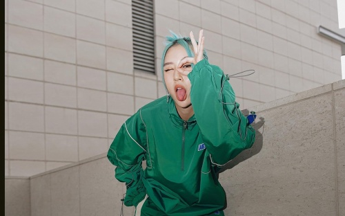 Quỳnh Anh Shyn gây sốt với màu tóc xanh pastel nổi bật nhất hè