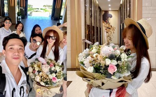 Hari Won tươi trẻ như thiếu nữ khi nhận quà sinh nhật từ ông xã Trấn Thành