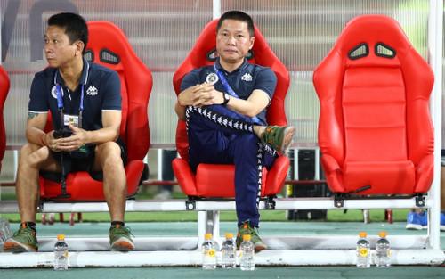 HLV Chu Đình Nghiêm lý giải việc Quang Hải cực gắt với đội bê cáng sân Gò Đậu