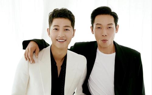 Song Joong Ki và thánh 'cà khịa' Son Ye Jin vui vẻ đạp xe cùng nhau