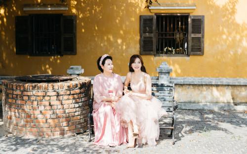 Ngưỡng mộ thời trang tinh tế và đồng điệu của Hari Won và mẹ ruột