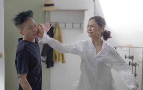 Lộ hình ảnh một thành viên của Da LAB bất ngờ ăn cú tát lật cả mặt từ Miu Lê, chuyện gì đã xảy ra?