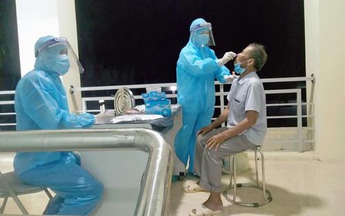 Cách ly tập trung khẩn cấp hàng chục người tiếp xúc gần với bệnh nhân số 435