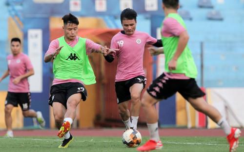 Hà Nội FC tập kín sau khi dịch Covid-19 tái bùng phát
