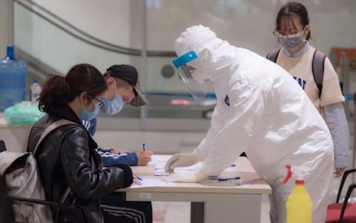 Bộ Y tế ra thông báo khẩn số 19: Đề nghị tất cả những người từng đến BV Đà Nẵng từ 1/7 và hành khách trên chuyến bay VN166 cần khai báo y tế ngay