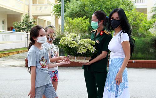 Ba mẹ con Hồng Nhung hoàn thành cách ly tập trung sau khi trở về từ Mỹ