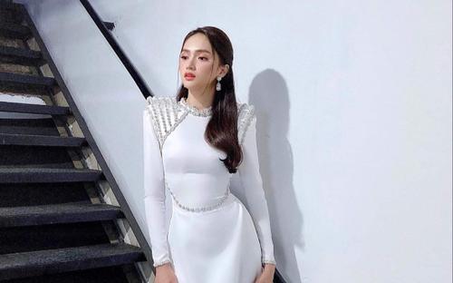 Hương Giang diện 'giáp sắt' ngoài áo dài trắng, đẹp cá tính như chiến binh