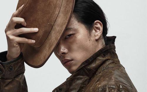 'Hwan mặt cún' mang mái tóc dài từng gây sốc lên bìa tạp chí Dazed tháng 9