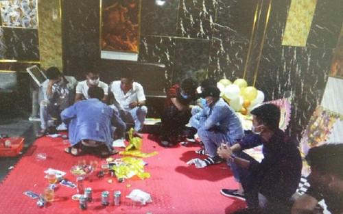 Phát hiện 14 nam, nữ thanh niên tụ tập dưới tầng hầm quán karaoke ăn nhậu và sử dụng ma túy