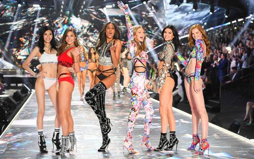 Victoria's Secret bị tố cài chip theo dõi vào đồ lót, thực hư câu chuyện là gì?