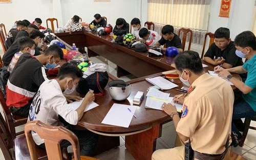 Bắt nhóm 25 thanh, thiếu niên tụ tập đua xe trái phép ở An Giang