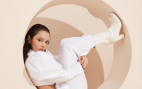 'Bóng hồng lai' 12 tuổi ngày càng xinh đep, được sao