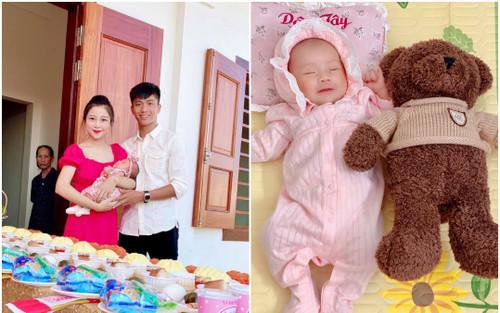 Bà xã Phan Văn Đức khoe ảnh con gái đầy tháng nhưng biểu cảm của em bé mới khiến dân tình bất ngờ