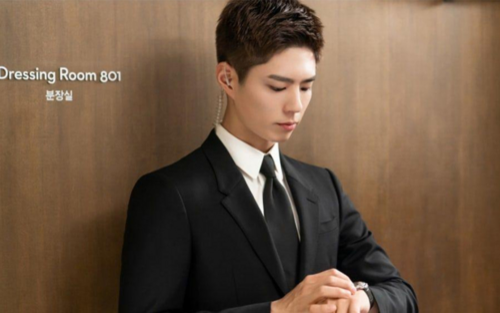 Park Bo Gum hóa mỹ nam vệ sĩ và cùng dàn diễn viên 'Ký sự thanh xuân' chia sẻ về tuổi trẻ