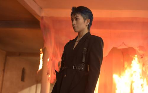 Sau hình ảnh ôm ấp gái lạ, Gil Lê lại khiến fan 'mê như điếu đổ' trong teaser MV 'đẹp trai' không góc chết