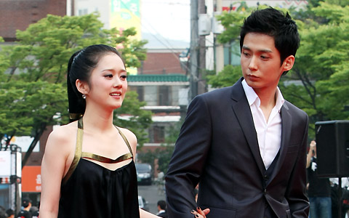 Diễn viên Jang Seong Won - anh trai Jang Nara kết hôn: Khi nào 'nàng thơ' mới chịu lấy chồng dù đã 40?