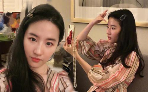 Lưu Diệc Phi khoe ảnh selfie 'đập tan' mọi lời chê bai nhan sắc