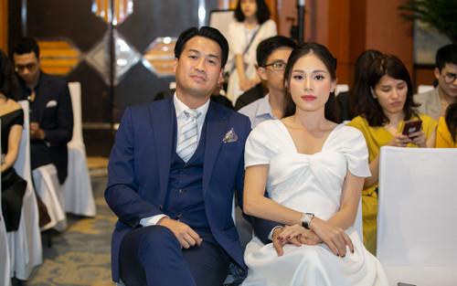 Linh Rin đẹp dịu dàng như nàng thơ, tình tứ e ấp bên Phillip Nguyễn